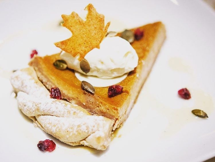 Wintery Pecan tarte with bourbon vanilla ice cream for Thanksgiving @barbouludlondon